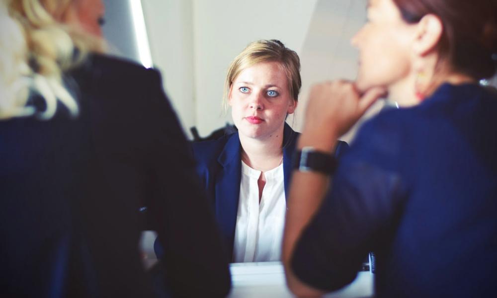 бізнес, жінки в офісі