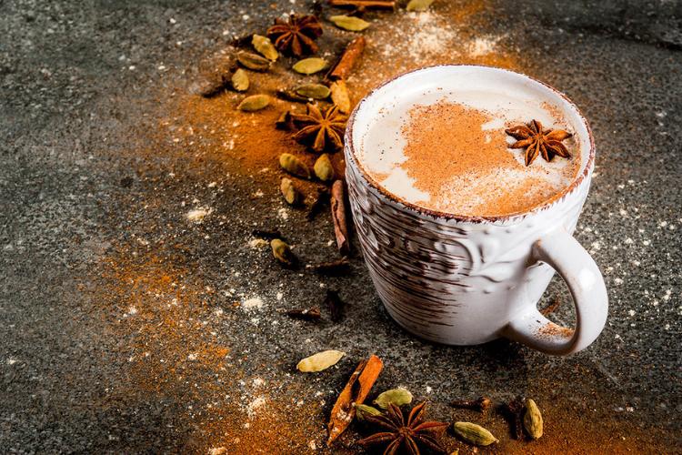 Кава з прянощами масала