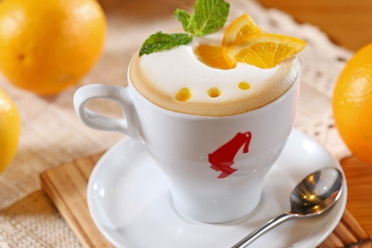 кава з пінкою, апельсин