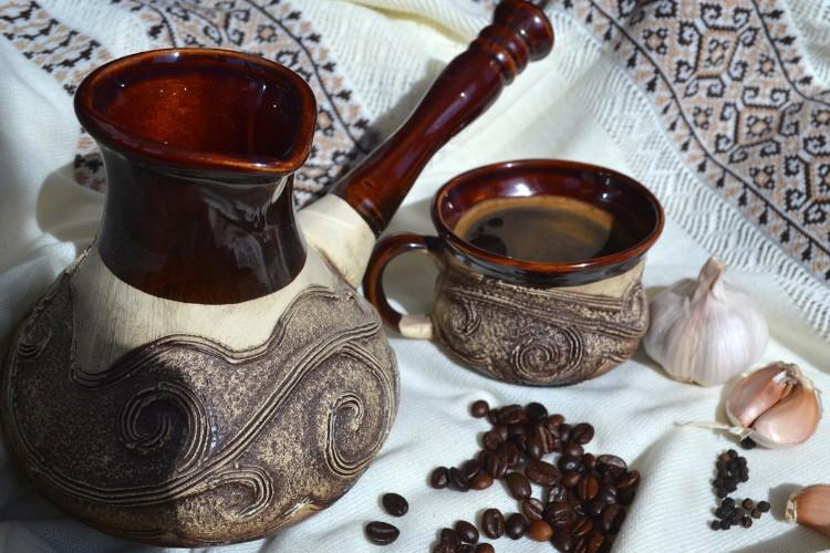 Турка, чашка кави, часник