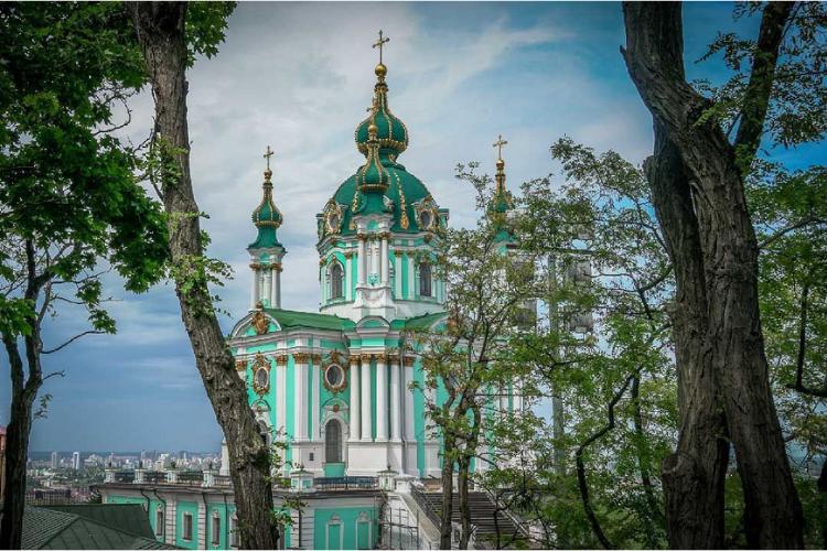 церква, причини відвідати Україну