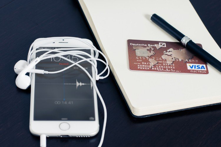 смартфон, айфон, телефон, кредитна картка, навушники