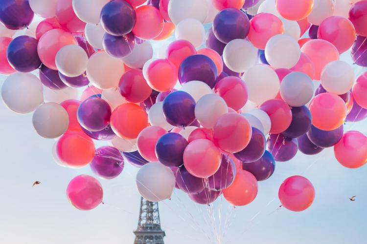 Париж, Ейфелева вежа, повітряні кульки
