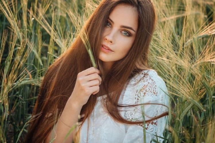 красива дівчина, поле, колоски, жінка