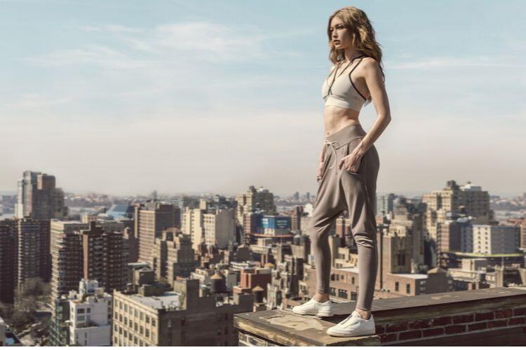 спортивна дічина, місто, дівчина на даху, спортсменка