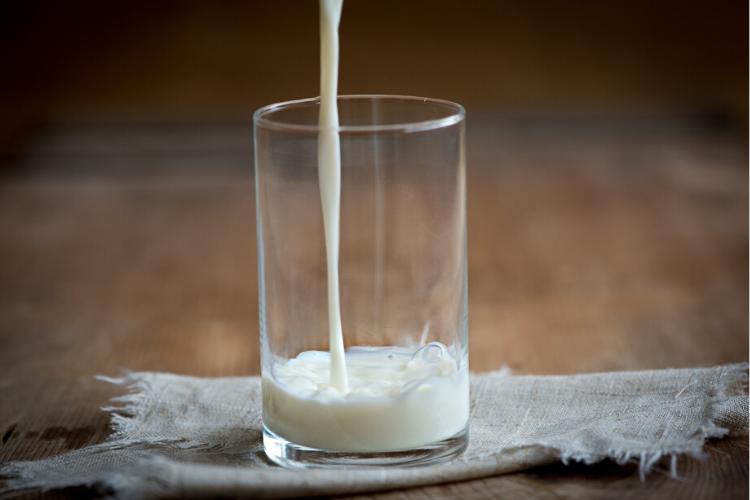 антистресові продукти, молоко, склянка