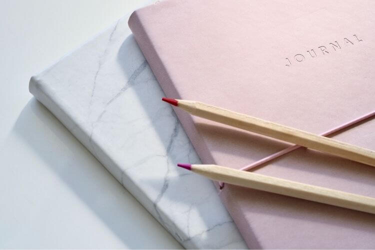блокнот, олівці